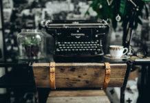 Machine à écrire et hashtag