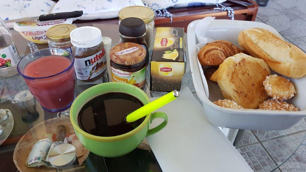 Le petit déjeuner de mon AirBnb