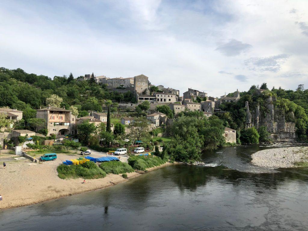 """Image d'inspiration territoriale issue d'un séjour à Balazuc en Ardèche chez un exploitant : """" Le Château de Balazuc """""""