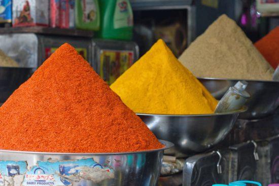 Odeurs des épices en Inde