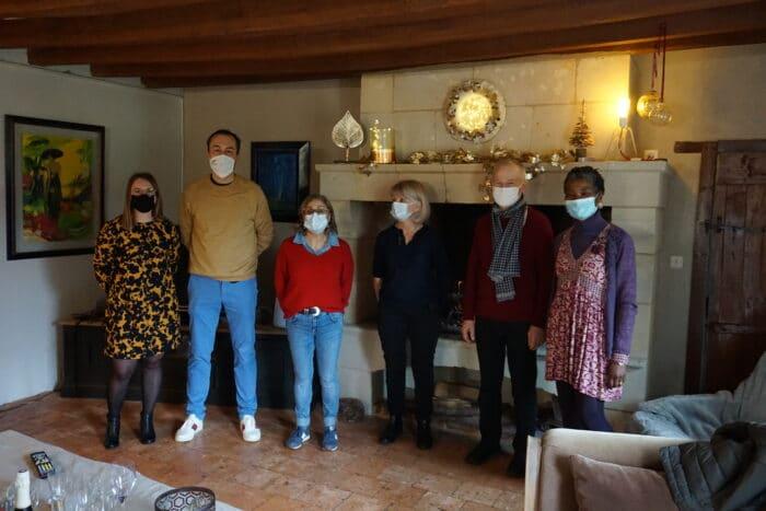 """Photo des étudiants chez Liliane, Clos des 3 Rois, dans le cadre de l'opération """"Solidarité Etudiants"""""""