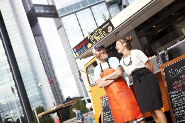 Les foodtrucks de Göteborg servent de la nourriture du monde entier et sont très populaires parmi les habitants de la ville.